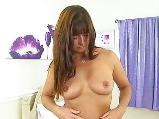 Sexy British mom Lelani with gorgeous body