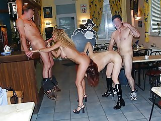2 french Milfs exhib au restau