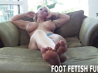 I need a slave boy who loves worshiping feet