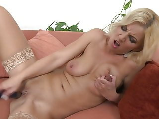 Mom with perfect body needs a good sex