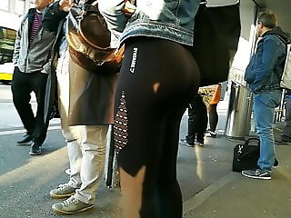 leggings Teen ass waiting for bus