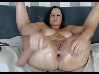 Webcam Milf loves to stretch her Butthole