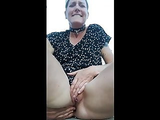Mature slut with buttplug goes for a bikeride and masturbate