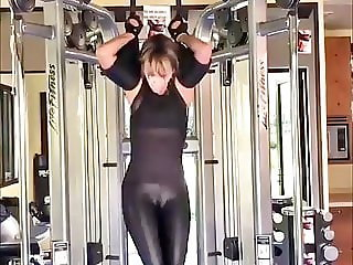 Halle Berry -sexy workout 12-07-2018