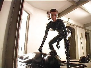 latex girls playing with vacbed