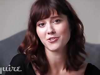 Mary Elizabeth Winstead tits partly out, tells a joke