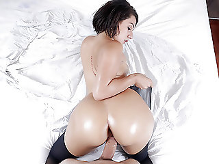 TeenCurves - Thick Beauty Valentina Jewels Bounces Booty