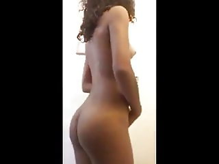 Ebony beauty uses brush to squirpee