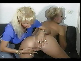 Sandra Fox, Fisting and Lesbian Fun with other women 04