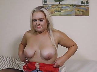 Modern mature mom Lily from UK needs a good fuck