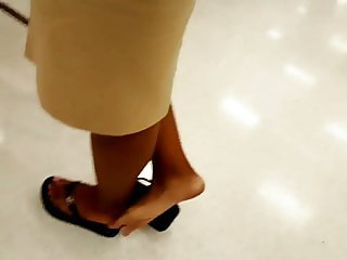Ebony milf foot play in line