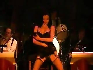 Incredible Dita with jazz band on stage