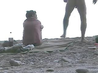 Nice handjob on beach, comeshot