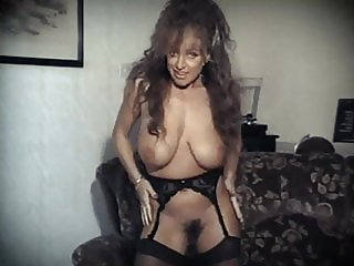 STRIP TO THRILL - British big bouncy tits dance tease