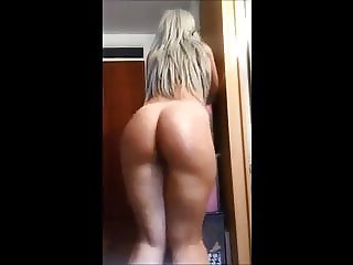 HOT PAWG CLAPPING HER AMZING ASS