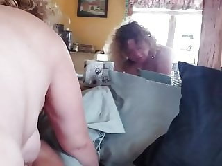 Look at momma.ride daddys big white fat cock.