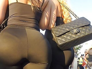 bubble butt leggins see her panties